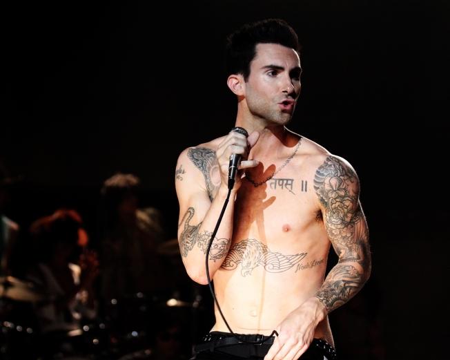 Adam-Levine-on-stage