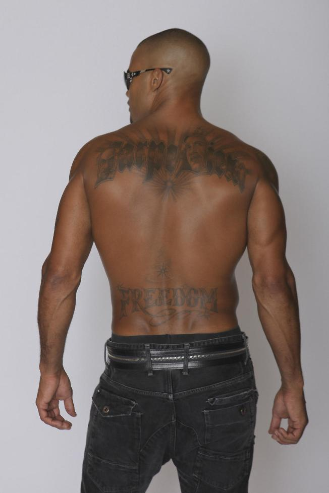 new-tattoo-shemar-moore-aug18-2012-My new tattoo_ Carpe Diem means Seize The Day_Obama, MLK, Malcolm X are in the letters_ My Heroes!