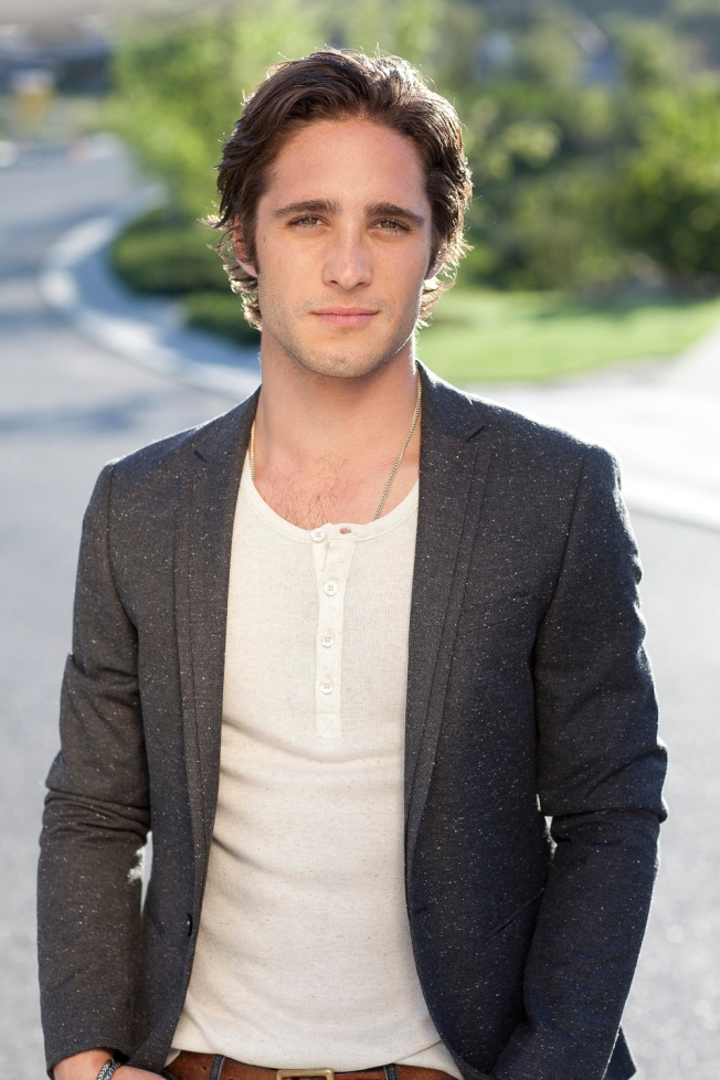 diego-boneta-rocks-hollywood-1000x1500