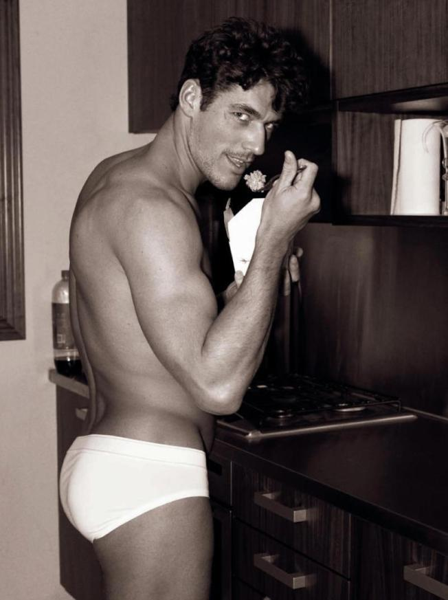 daily-fix-david-gandy-male-models-19185020-800-1072